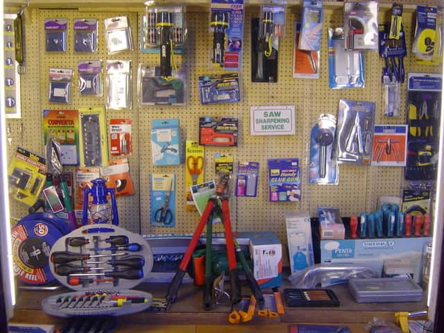 hardware store franchise