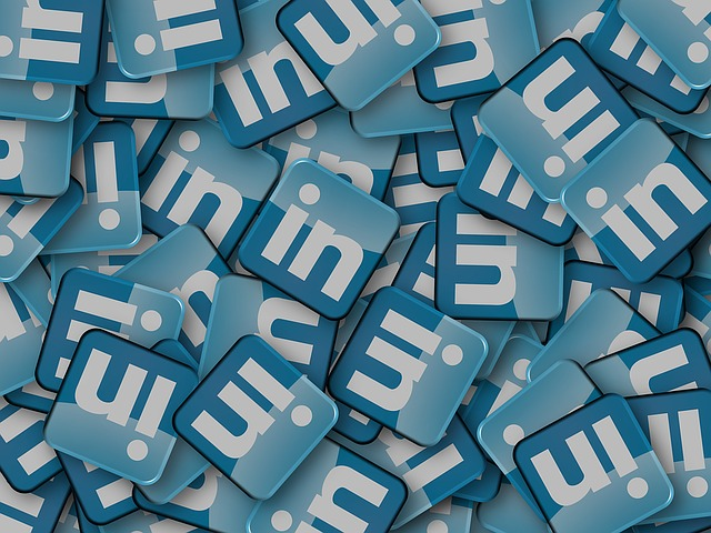 why advertise in linkedin